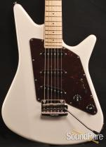 Ernie Ball Music Man Albert Lee - SSS Pearl White Electric